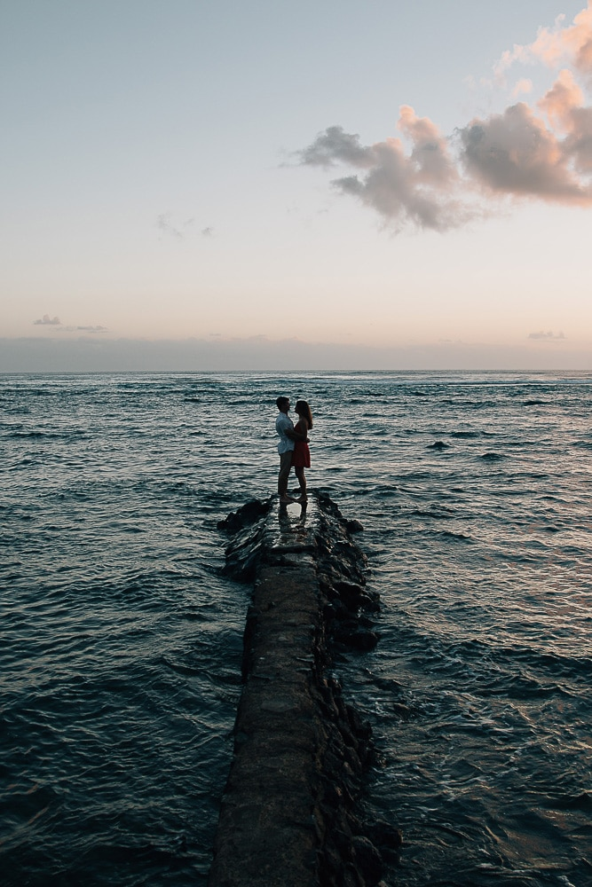 oahu ocean couple