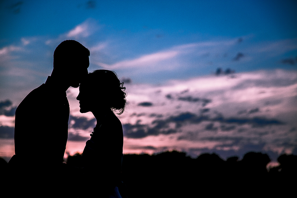 Sunset kiss wedding photo