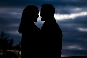 Engagement Photographer silhouette