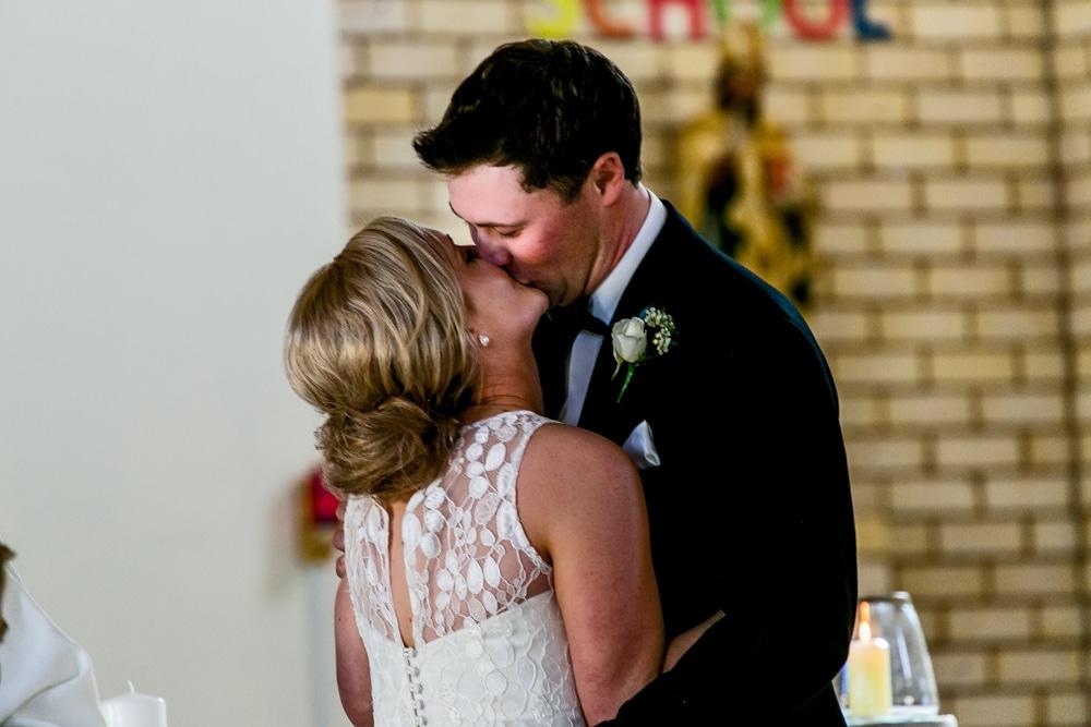 couple kiss Brisbane wedding (63)