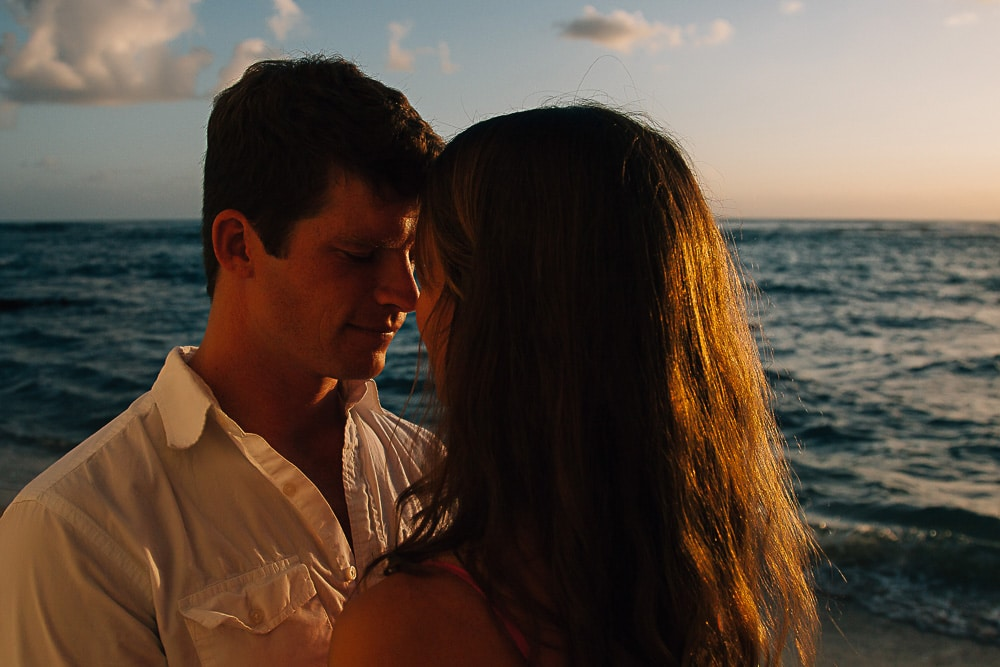 intimate oahu couple